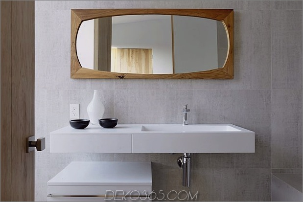 Zeitgenössisches Haus mit Pool hat Schwarz-Weiß-Interieur_5c598f7e761b5.jpg
