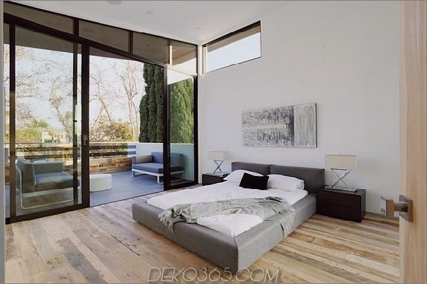 Zeitgenössisches Haus mit Pool hat Schwarz-Weiß-Interieur_5c598f7f56635.jpg
