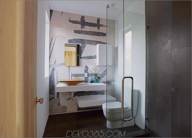 Zeitgenössisches Haus mit Pool hat Schwarz-Weiß-Interieur_5c598f83243a6.jpg