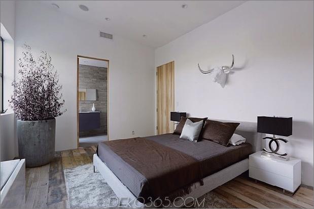 Zeitgenössisches Haus mit Pool hat Schwarz-Weiß-Interieur_5c598f83bd723.jpg