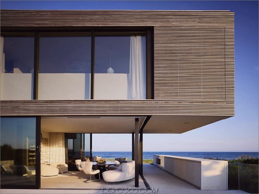 Der mit Glas ummantelte Wohnbereich bietet Blick auf den Ozean