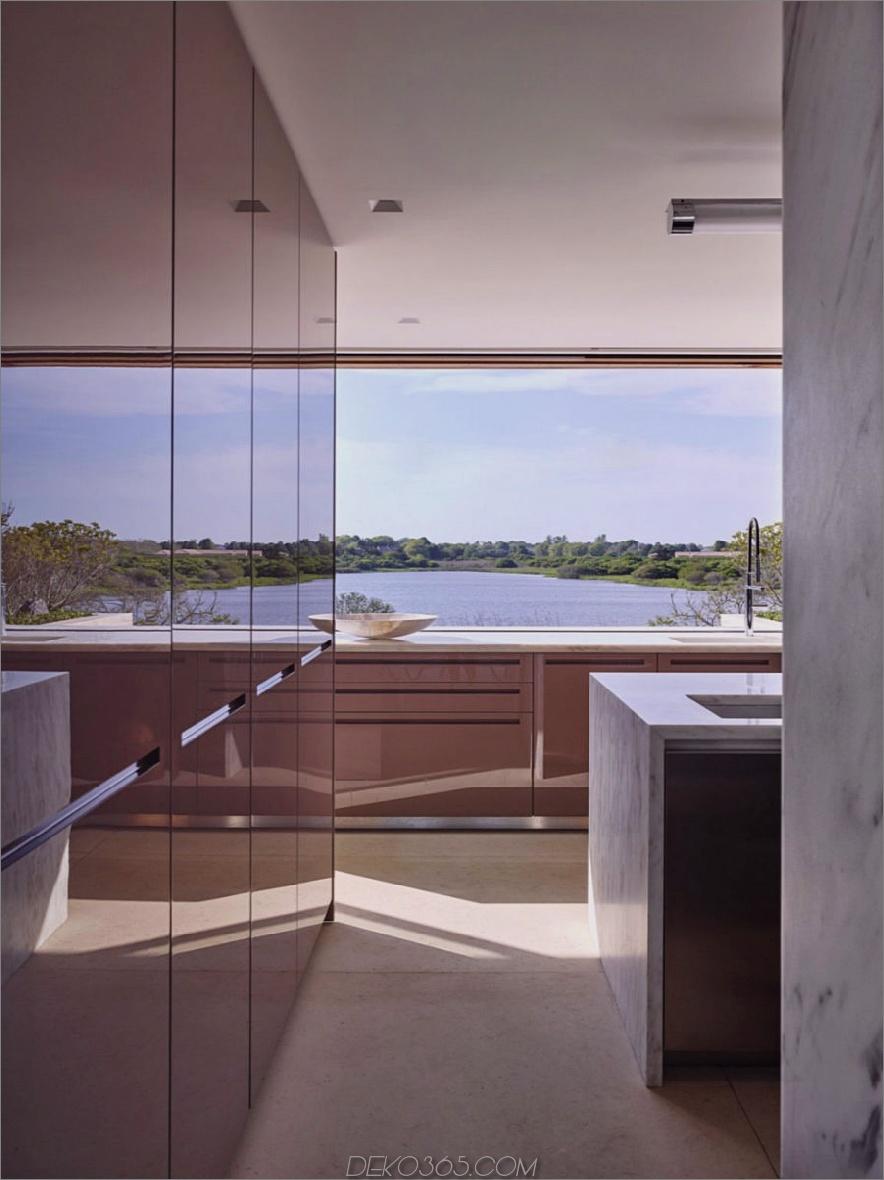 Die Küche ist voller Licht und Ansichten