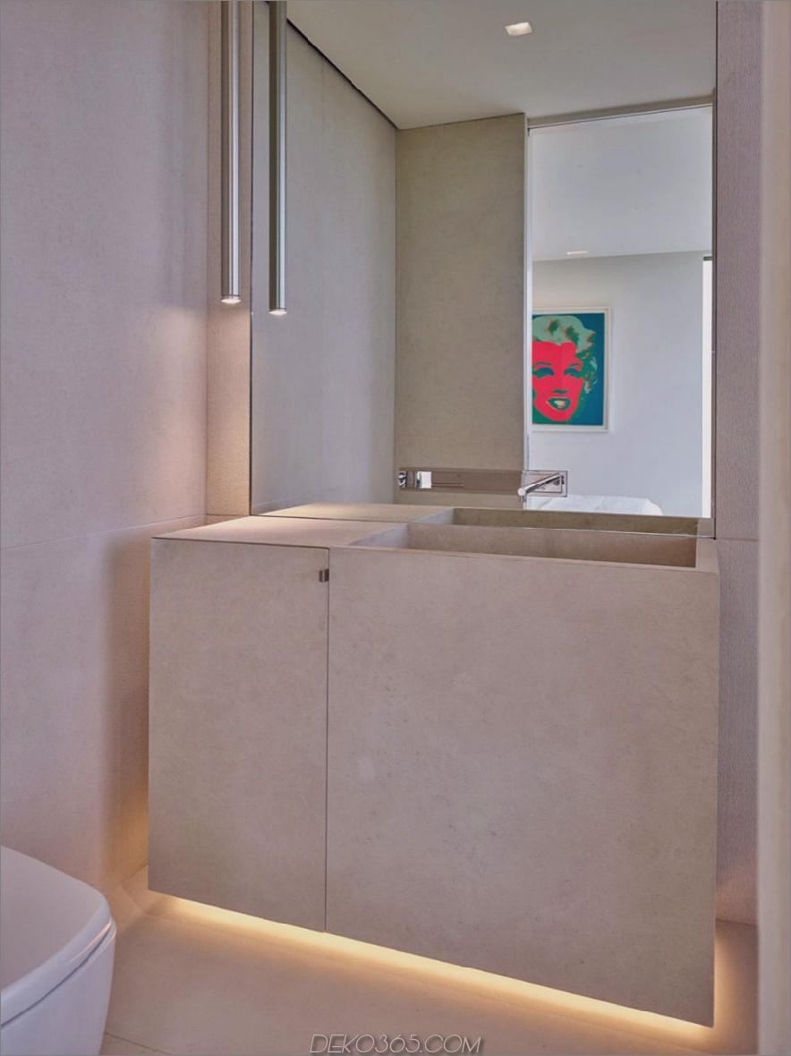 Ein anderes Badezimmer verwendet einen Spiegel, um Ansichten zu schaffen