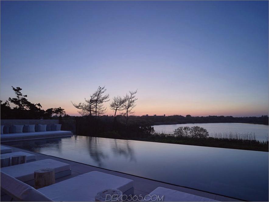Abends sieht das Wasser wie ein schattiges Fenster aus