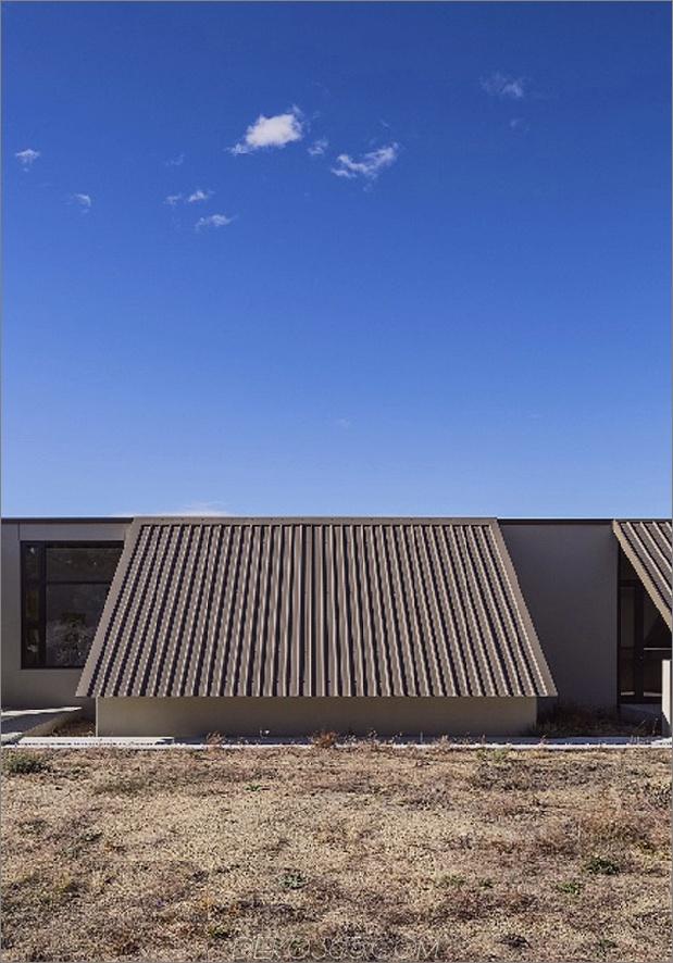 Zelt-Haus-mit-Gefrier-Fly-Dach-Campy-Beton-Innenräume-5.jpg