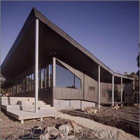 Haus mit Hof in der Mitte im australischen Outback