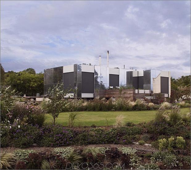 nachhaltig-Zero-Carbon-Haus-mit-unsichtbar-reflektierend-aussen-3.jpg
