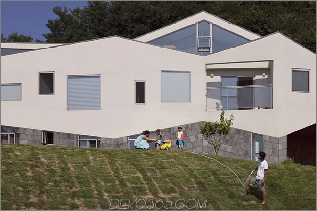 Zickzack-Haus-mit-Panoramablick-und-Dia-innen-3.jpg