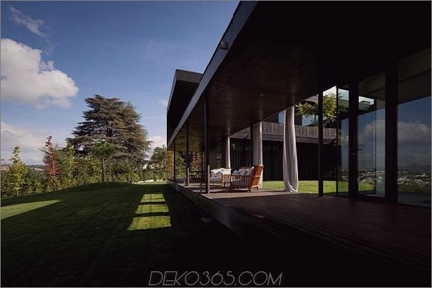 black-home-with-bright-interior-eingebaut in grasige hügelseite-5-front-porch.jpg