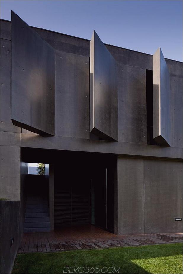 black-home-with-bright-interior-eingebaut in grasbewachsenen hang-14-angle-concrete.jpg