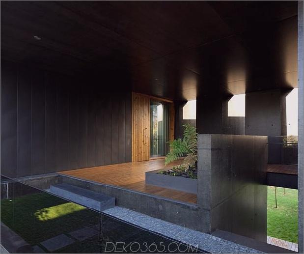 black-home-with-bright-interior-eingebaut in grasige hügelseite-16-main-door.jpg