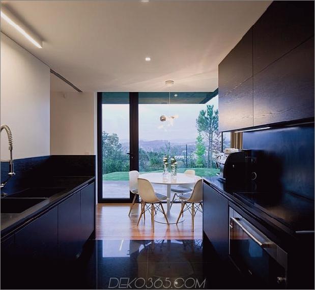 black-home-with-bright-interior-eingebaut in grasbewachsenen hang-18-kitchen.jpg