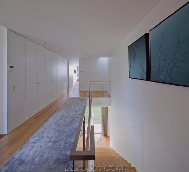 black-home-with-bright-interior-einbau in grasige hügel-23-upper-landing.jpg