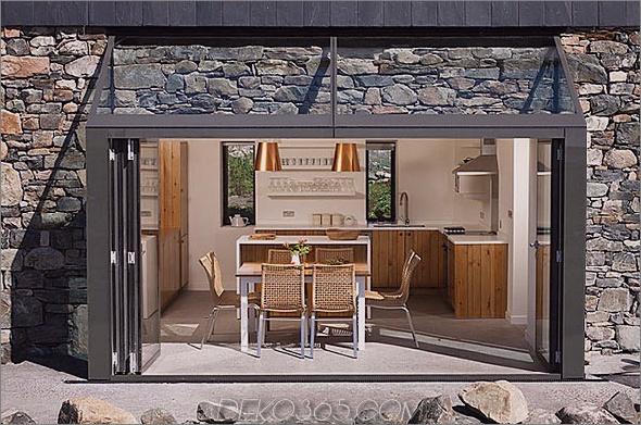 Zwei-Stein-Hütten-mit-Glas-Treppe-3.jpg