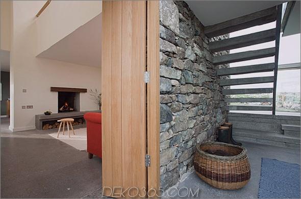 Zwei-Stein-Hütten-mit-Glas-Treppe-11.jpg