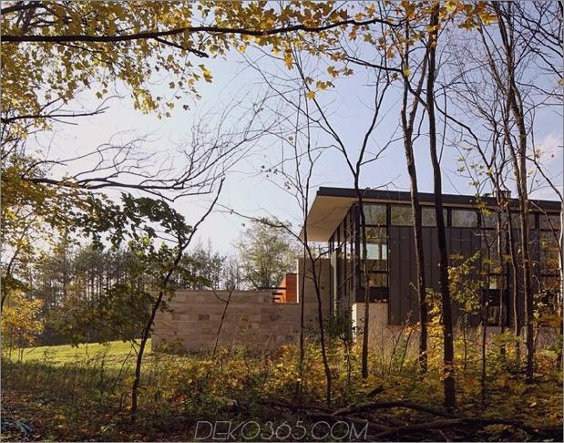 Zwei-Volumen-Haus-auf-einem-Feldsteinmauer-3.jpg