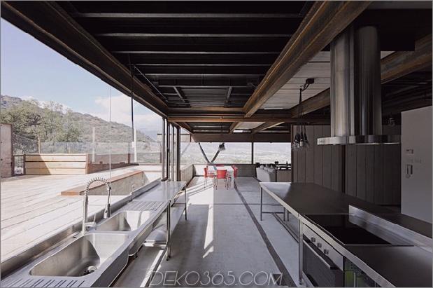 Zwölf Versandbehälter zu einem modernen Berghaus zusammengefasst_5c5991cf9502d.jpg
