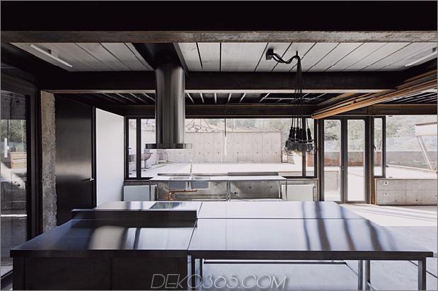 Zwölf Versandcontainer in einem modernen Berghaus kombiniert 12.jpg